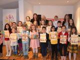 """Големият Недялко Йорданов награди финалистите конкурса за детска поезия """"Аз- детето на морето"""""""