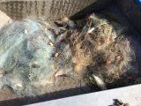 Иззеха мрежи с каракуда и платика от язовир Мандра