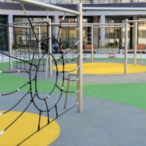 Направиха детска площадка в двора на Библиотеката