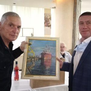 С петгодишна отлежала ракия черпи днес легендарният бургаски капитан Христо Мушков