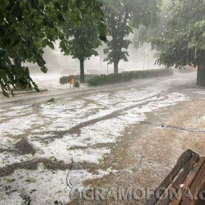 Силна градушка удари градове по Черноморието