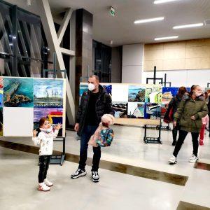 """Шест изложби могат да бъдат разгледани в залите и фоайетата на """"Флора"""" и НХК"""