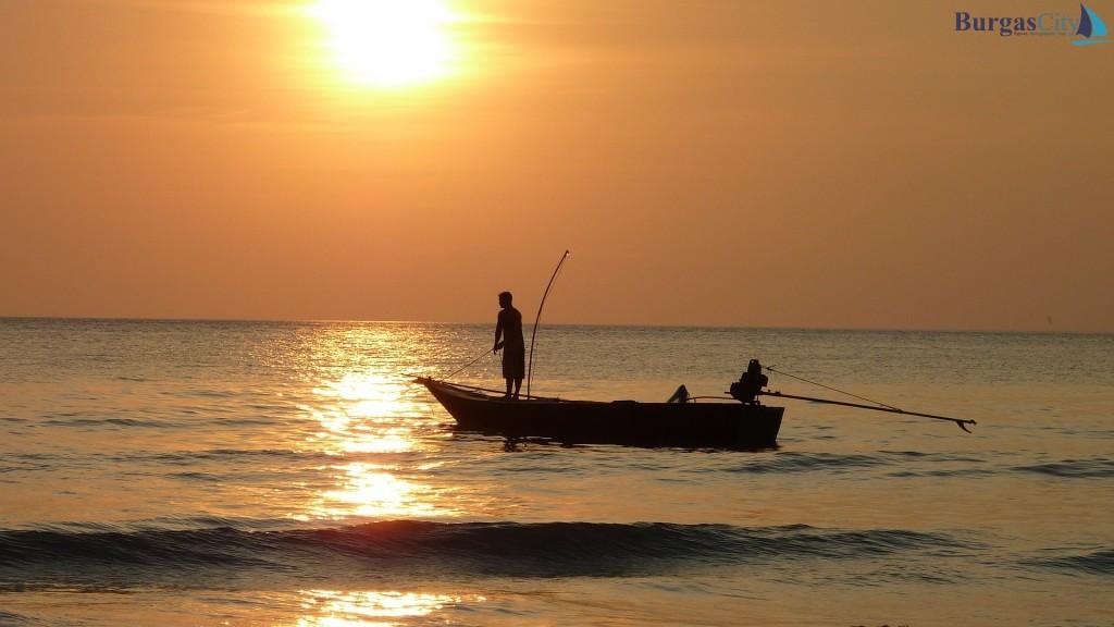 fishing-at-sunset-209112_1920