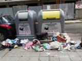 Боклуци и неприятни миризми край новите контейнери