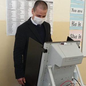 Живко Табаков избра да гласува машинно
