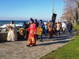 С осветени блюда и благословия за здраве Поморие и Ахелой спазиха никулденската традиция (снимки)