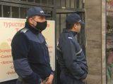 Трима замеряха с яйца офиса на ГЕРБ в Бургас, полиция отцепи района /снимки/